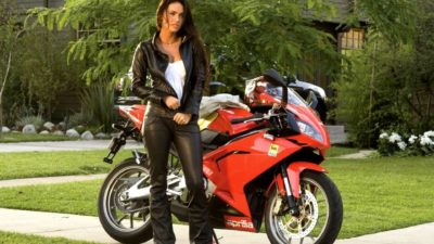 megan-fox-transformers-motorcycle-wallpaper-2
