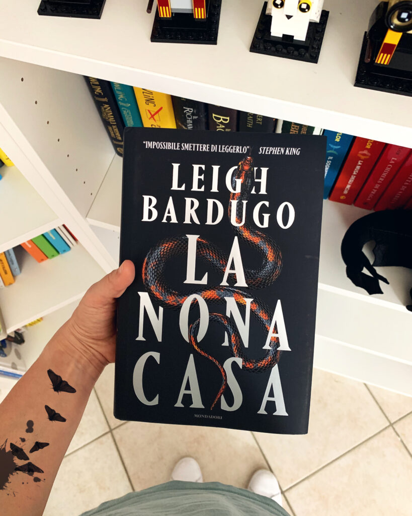 La nona casa, Leigh Bardugo, Horror, Fantasy, Stephen King, Grishaverse, Alex Stern, Sei di corvi, Il regno corrotto, Yale, college, omicidio, mistero, magia, review party, recensione, mondadori
