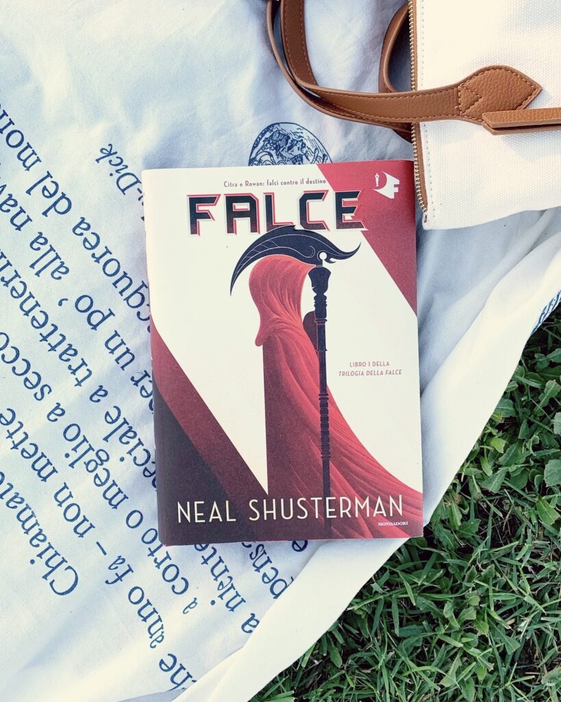 Falce, The Scythe, Neal Shusterman, distopia, corporazione, plot twist, instalove, young adult, libro per ragazzi, serie, Thunderhead, trilogia della falce, Citra, Rowan, recensione, morte, mondadori, oscar vault, oscar fantastica